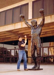 Avec la statue de Rocky